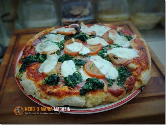 Pizza mit Spinat und Lachs