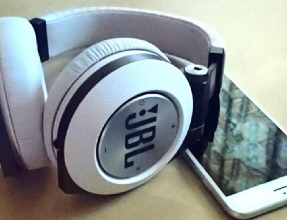 Jetzt gibt's was auf die Ohren – dank dem JBL Synchros E50BT..
